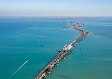 Проезд по Крымскому мосту платным не будет, - Путин