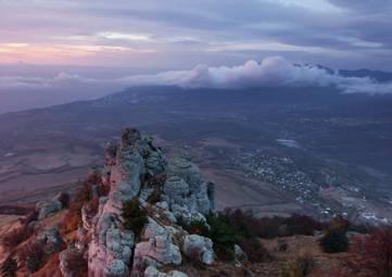 Спасатели сняли с крымских гор повредившего ногу туриста