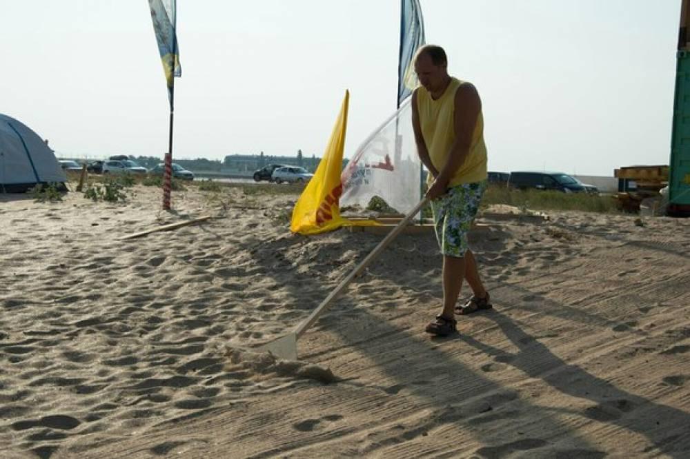 "Феодосийская школа виндсерфинга ""Wild beach"" провела субботник (ФОТО)"