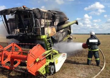 Сгорел комбайн и поле ячменя