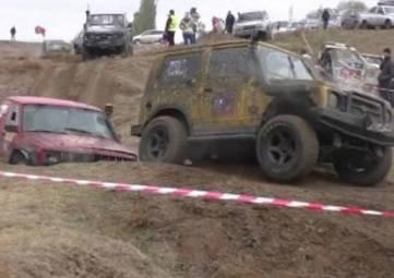 Три десятка экипажей посоревнуются в экстремальных гонках по бездорожью на военном полигоне в Крыму
