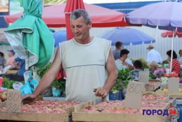 Поспели персики в Крыму