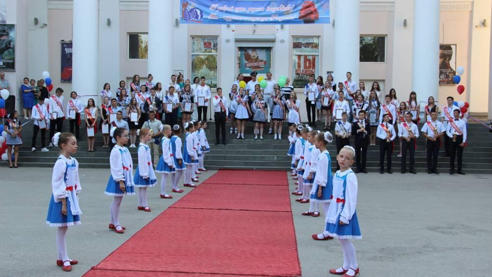 В Феодосии власти встретились с выпускниками