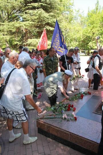Торжественная церемония возложения цветов к Вечному огню  (фоторепортаж)