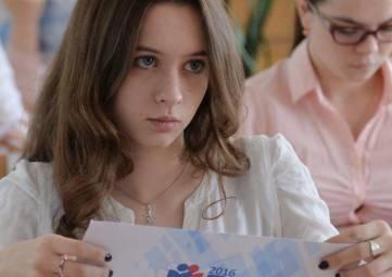 Выпускники крымских школ, сдавшие ЕГЭ на сто баллов, получат специальный значок