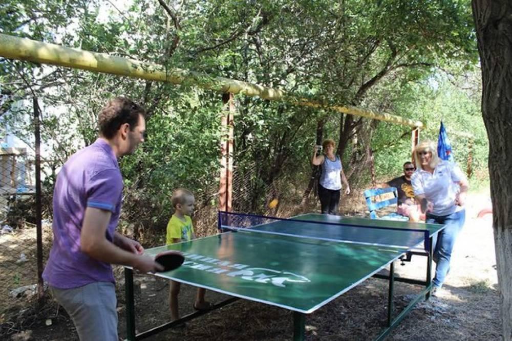 В 15-ти дворах Феодосии установили теннисные столы