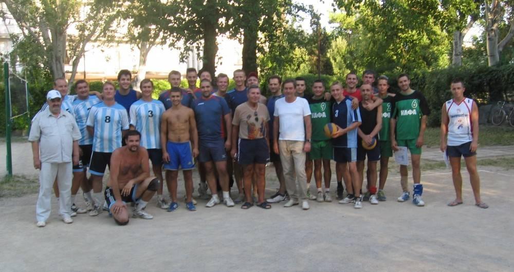 Ко Дню физкультурника прошел волейбольный турнир мужских команд