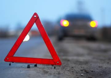 На крымской трассе столкнулись микроавтобус и КАМАЗ: пострадало пять человек