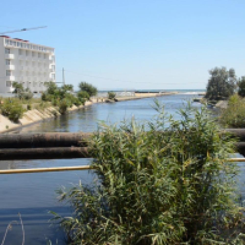 Горожане и гости города жалуются на неприятный запах в районе реки Байбуга