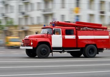 Пожарные эвакуировали пятерых человек из горящего дома в Алуште