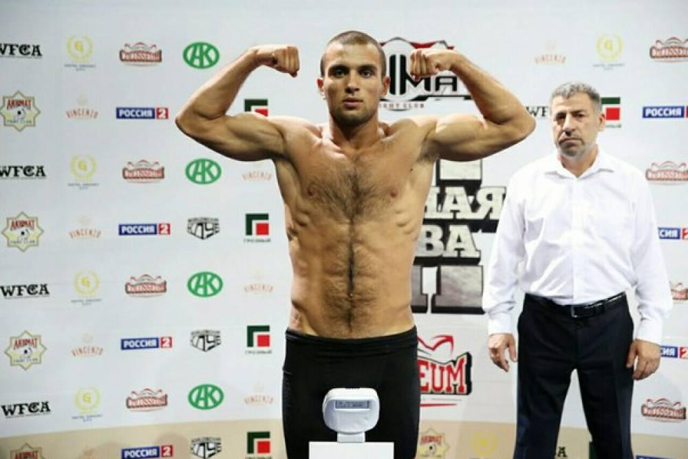 Феодосийский боец одержал победу в дебютном бое по ММА