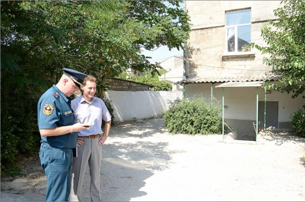 Глава администрации Феодосии поблагодарил городской отряд МЧС за помощь девятнадцатой школе