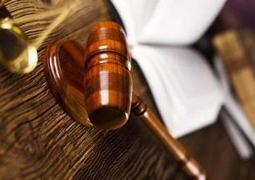 Два экс-сотрудника ГИБДД Крыма получили условные сроки за взятку