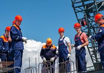 Третья вахта студотрядов приступила к работе на Крымском мосту