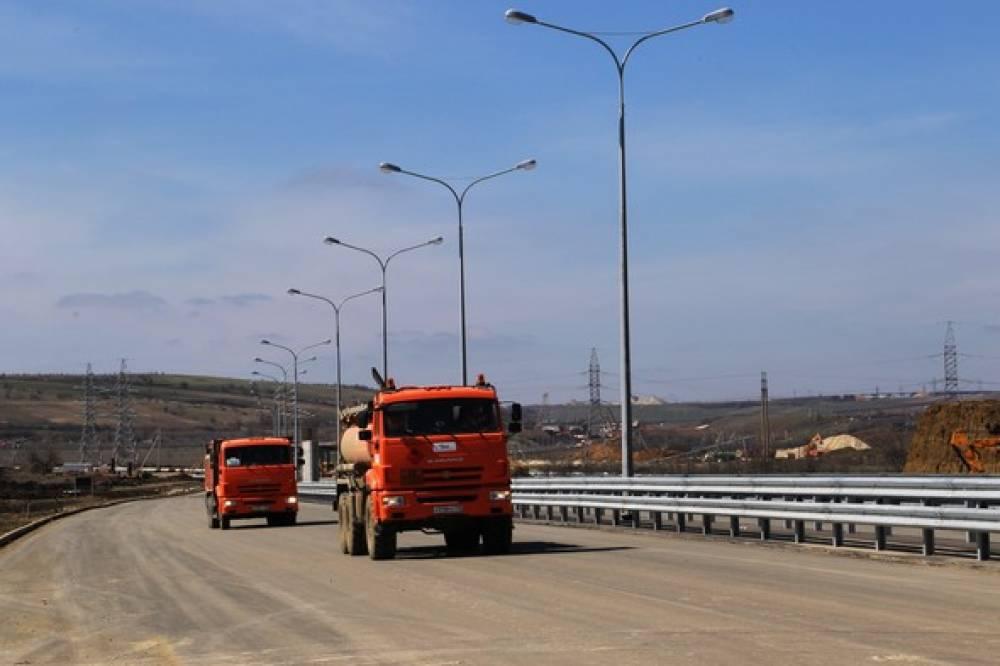 Автоподходы к Крымскому мосту со стороны полуострова частично открыли для грузовиков