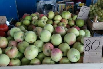 Рынок. После Яблочного спаса печем шарлотки и готовим пастилу