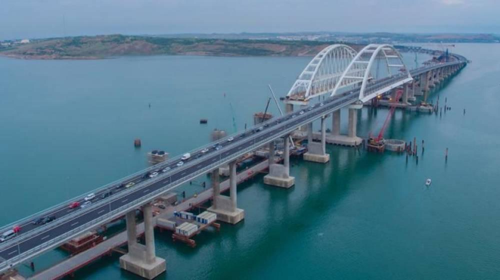 Дорожные службы за полтора месяца эвакуировали с Крымского моста 64 транспортных средства