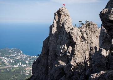 В Крыму третьи сутки ищут пропавшего в горах мужчину
