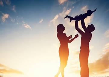 Россияне празднуют День семьи, любви и верности