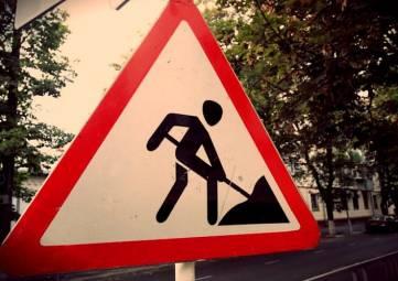 Аксёнов поручил в кратчайшие сроки решить проблему с затягиванием ремонта дорог в муниципалитетах