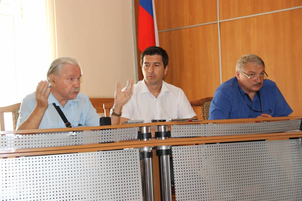 Депутаты и экс-депутаты вспоминали сквер