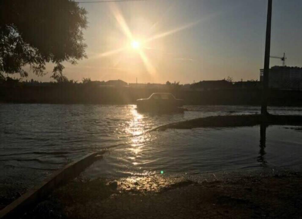 В Феодосии устраняют аварию водовода
