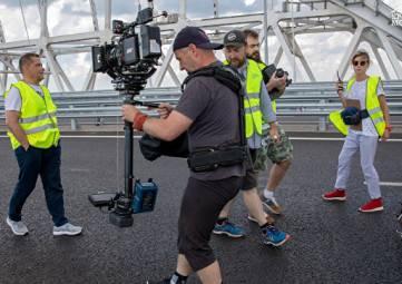 С любовью к полуострову: на Крымском мосту снимают клип группы
