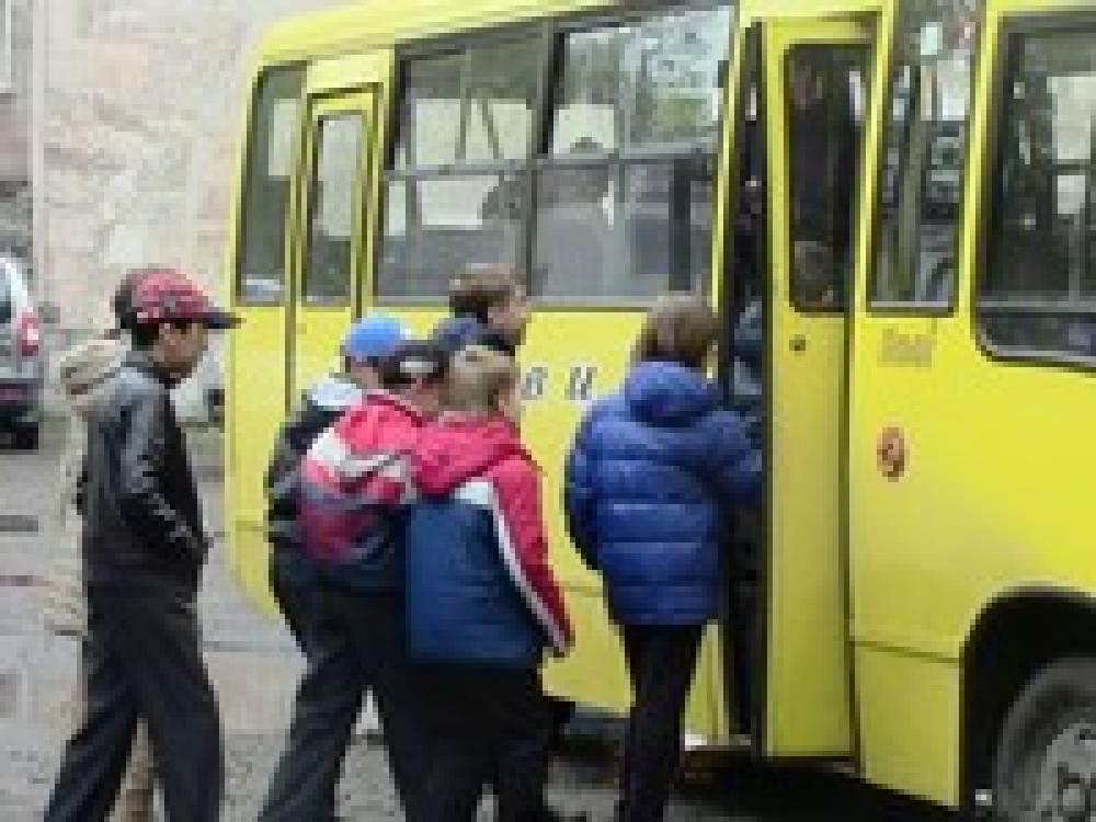 В Феодосии детей от 7 до 12 лет в учебные дни будут возить на общественном транспорте за полцены