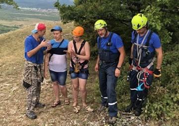 Заблудились в ливень: спасатели сняли двух туристов со скалы в Крыму