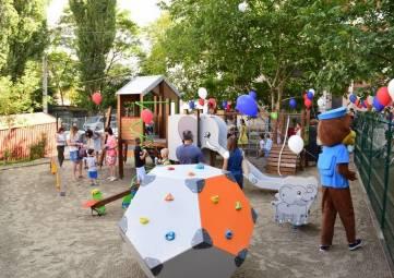 Новый детский игровой комплекс установлен в одном из дворов Симферополя