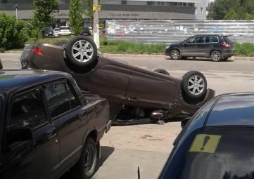 В Симферополе после ДТП иномарка оказалась на крыше, - ФОТО