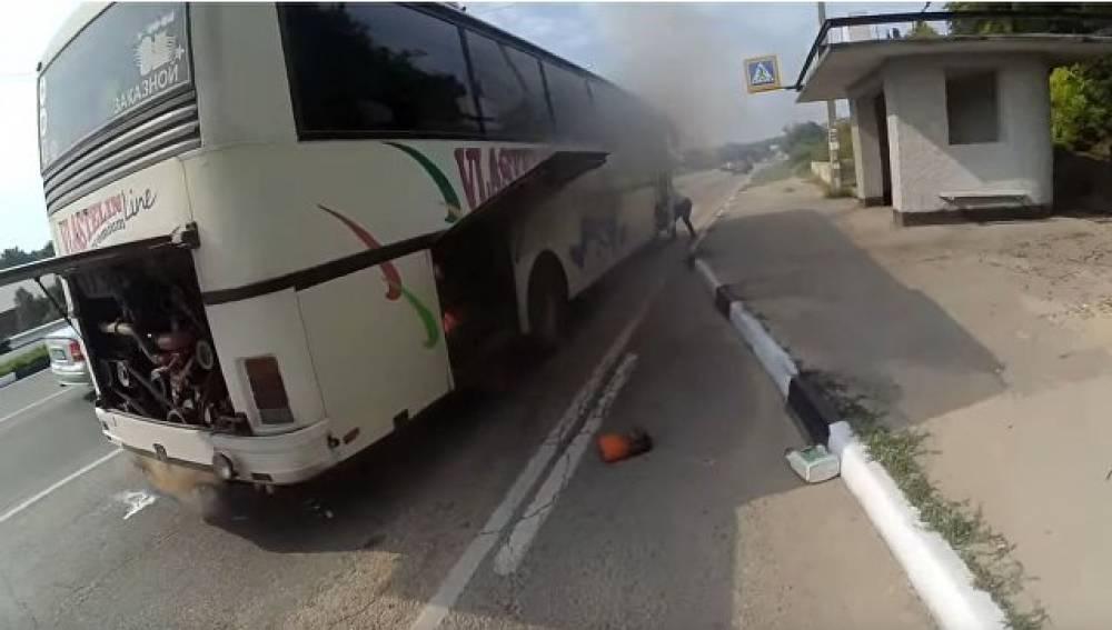 ЧП под Севастополем: автобус с пассажирами загорелся на ходу