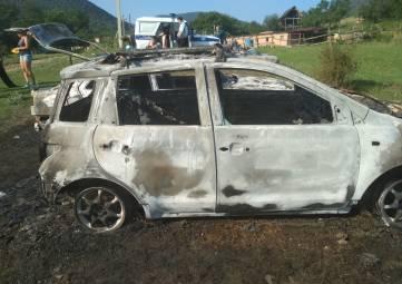 В Байдарской долине сожгли авто и собачку