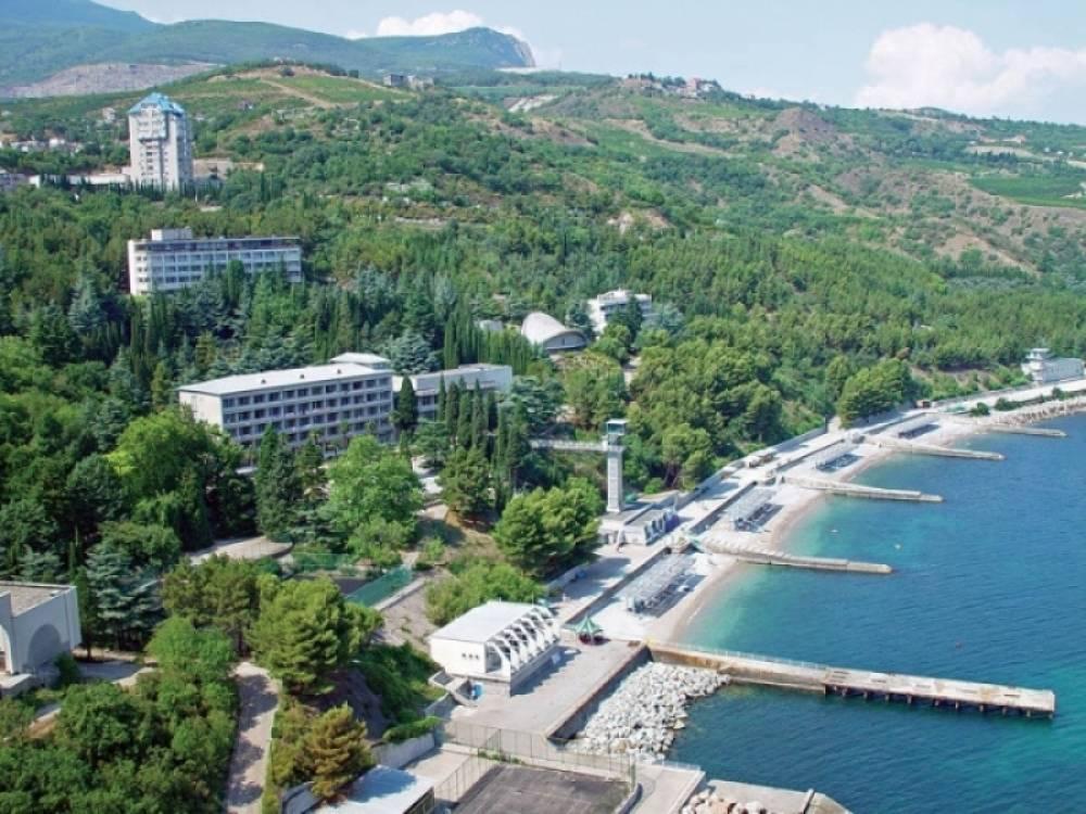 Крым сможет стать круглогодичным курортом после начала железнодорожного сообщения с материком – депутат