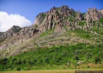 Двое туристов сорвались на квадроцикле со склона горы Южная Демерджи