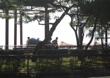 В Феодосии навесы и скамейки установят после праздников