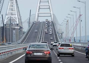 В июле по Крымскому мосту проехали 770 тыc авто
