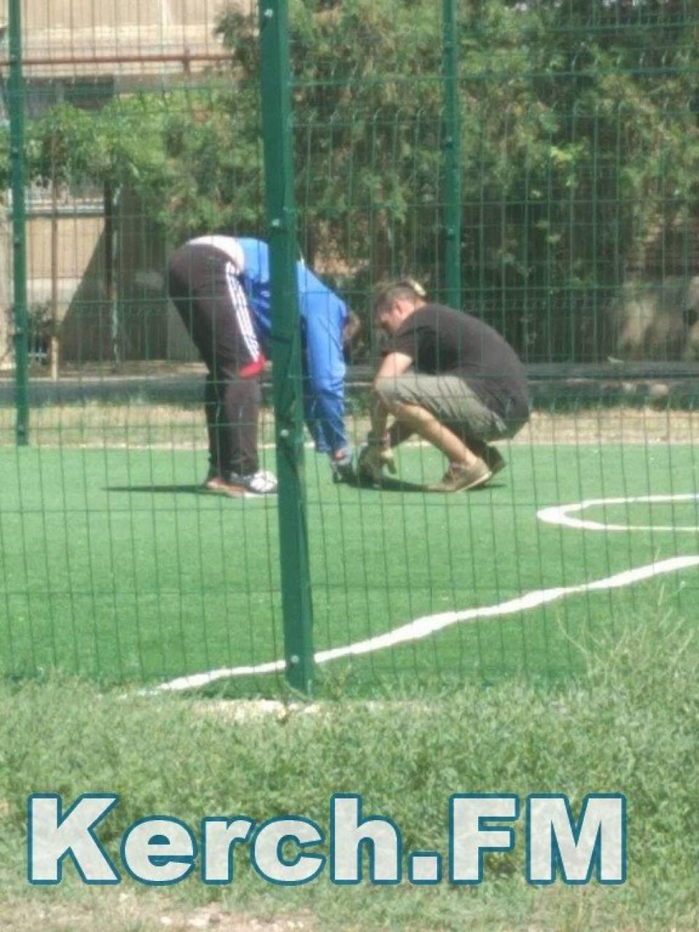 В Керчи разбирают спортивные площадки