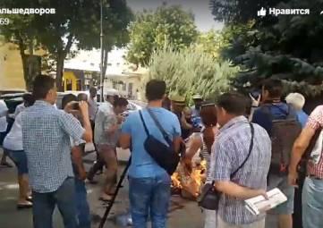 Самосожжение в центре Симферополя