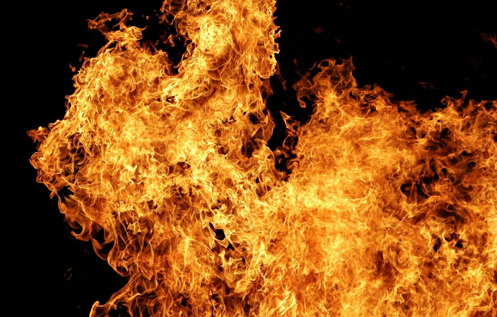 В Феодосии вытащили из огня 88-летнюю женщину