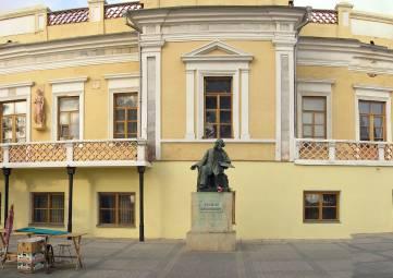 В галерею Айвазовского в Феодосии во время дождя не пускают людей