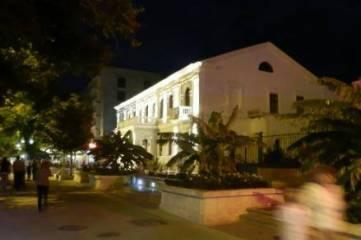 Фасад феодосийского музея древностей оборудовали современной точечной подсветкой