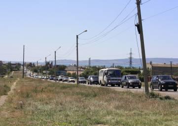 На Керченской трассе снова стоят