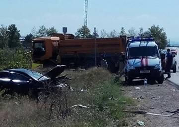 Лоб в лоб: под Бахчисараем иномарка влетела в грузовик