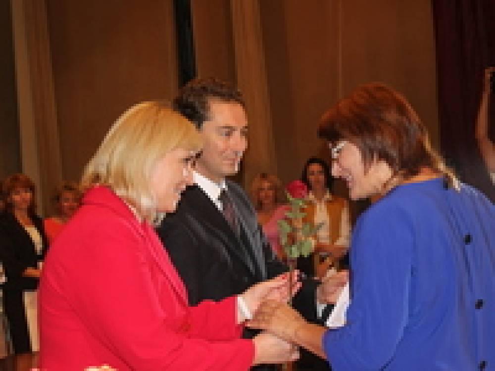 В Феодосии поздравили учителей с профессиональным праздником
