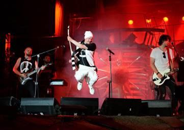 Русские силачи и рок: в Севастополе продолжается байк-шоу