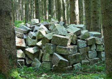 Огромная свалка строительных отходов обнаружена в лесу под Севастополем
