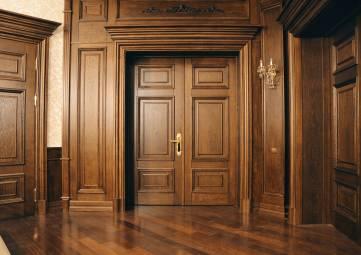 Деревянные двери: эксклюзивная, добротная классика