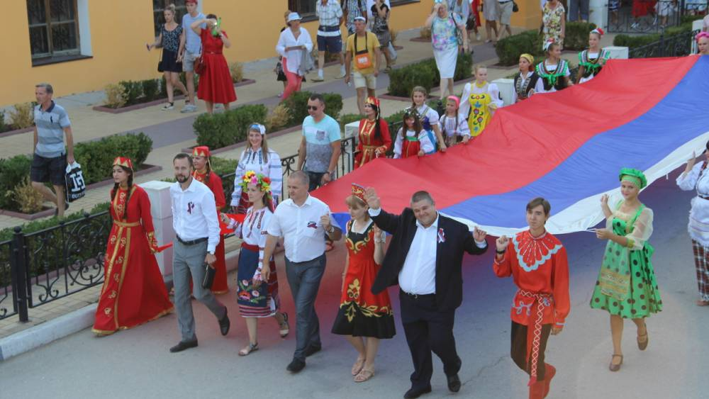 В Феодосии отметили День  Государственного флага Российской Федерации (фоторепортаж)