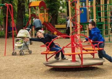 В Феодосии снесут детские площадки
